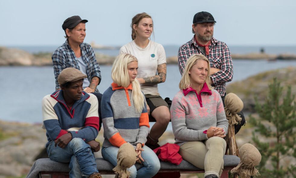 GNISNINGER: Etter at den omdiskuterte «Farmen»-deltakeren Geir Magne Haukås (47) røyk at av programmet i helga, har han fått inntrykk av at flere av hans meddeltakere har noe uoppgjort med ham. De gjenværende deltakerne (på bildet) er helt uenige. Foto: Alex Iversen / TV 2