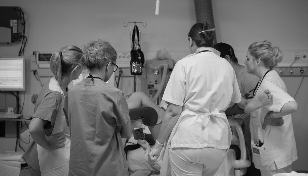 RISIKOFØDSEL: En setefødsel innebærer større risiko for blant annet hjerneskade hos babyen, derfor skal disse fødslene alltid overvåkes ekstra nøye, det betyr også ekstra mange til stede under fødselen. Foto: Eva Rose
