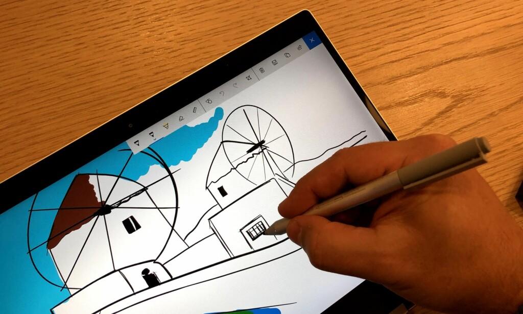 TEGN I VEI: En medfølgende penn gjør det enkelt å ta håndskrevne notater og lage skisser. Foto: Bjørn Eirik Loftås