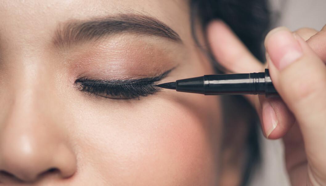 EYELINER: Her får du ekspertenes tips til hvordan du ka få eyelineren til å sitte hele dagen. FOTO: NTB Scanpix
