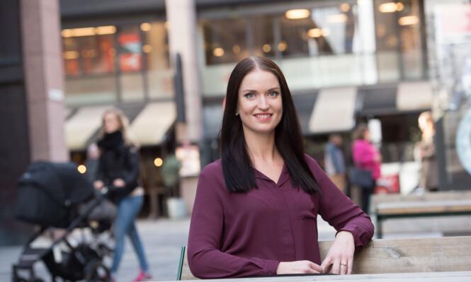 SKRIV KONTRAKT: Oppfordrer forbrukerøkonom Anne Motzfeldt fra Danske Bank. Hun mener boligkjøp med en god venninne kan være lurt. FOTO: Presse