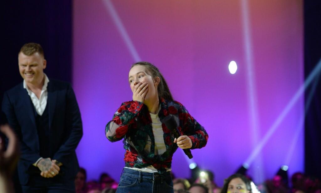 OVERRASKET: Sigrid viser tydelig at hun er overrasket over nykommer-prisen. Foto: John Terje Pedersen