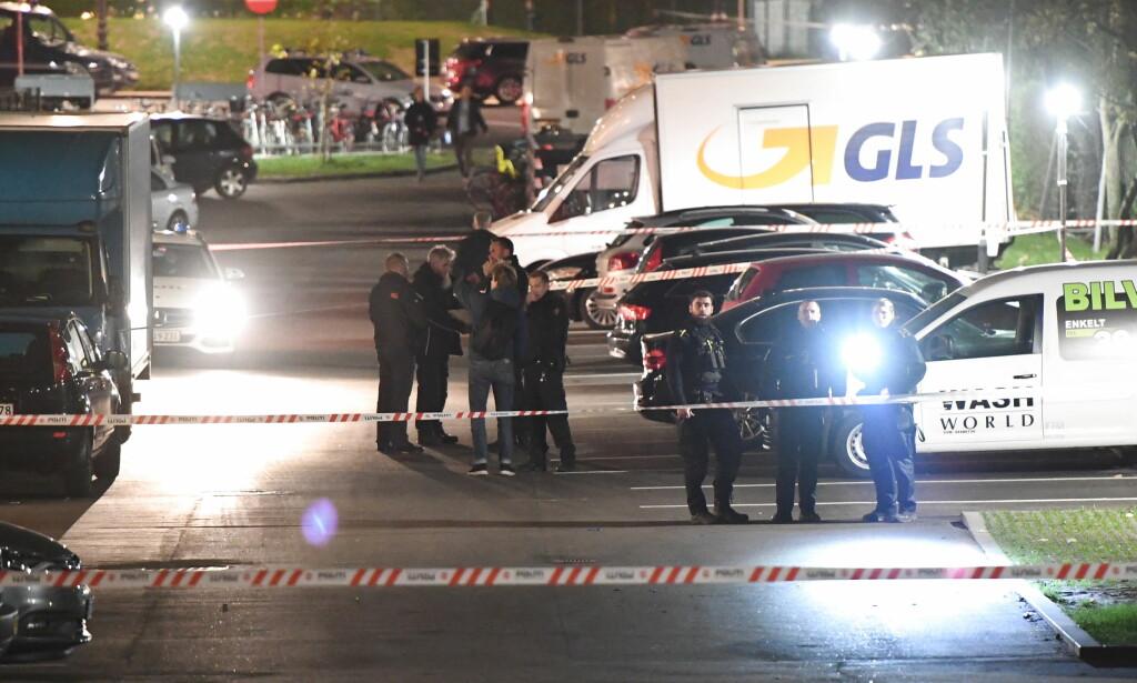 ÅSTED: Politi og sperringer ved Tagensvej i Nørrebro, der en person ble drept og to såret i en skyteepisode 31. oktober. Foto: Thomas Sjørup / NTB scanpix
