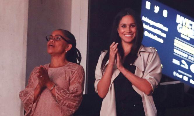 PRINS HARRYS SVIGERMOR: Meghan Markle sammen med moren Doria Ragland under Invictus Games i Toronto i september - det var samme tilstelning som Meghan og prins Harry viste seg sammen for aller første gang. Foto: NTB Scanpix