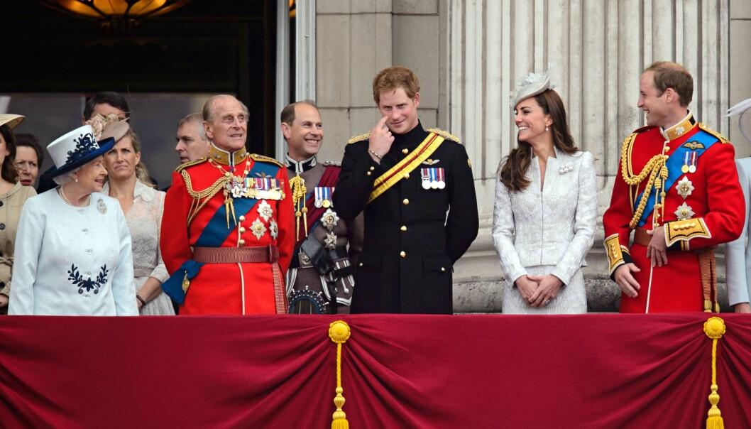 EN DEL AV FAMILIEN: Snart får vi se Meghan Markle side om side med resten av den britiske kongefamilien på balkongen på Buckingham Palace - og endelig slipper prins Harry å stå i ensom majestet. Foto: NTB Scanpix