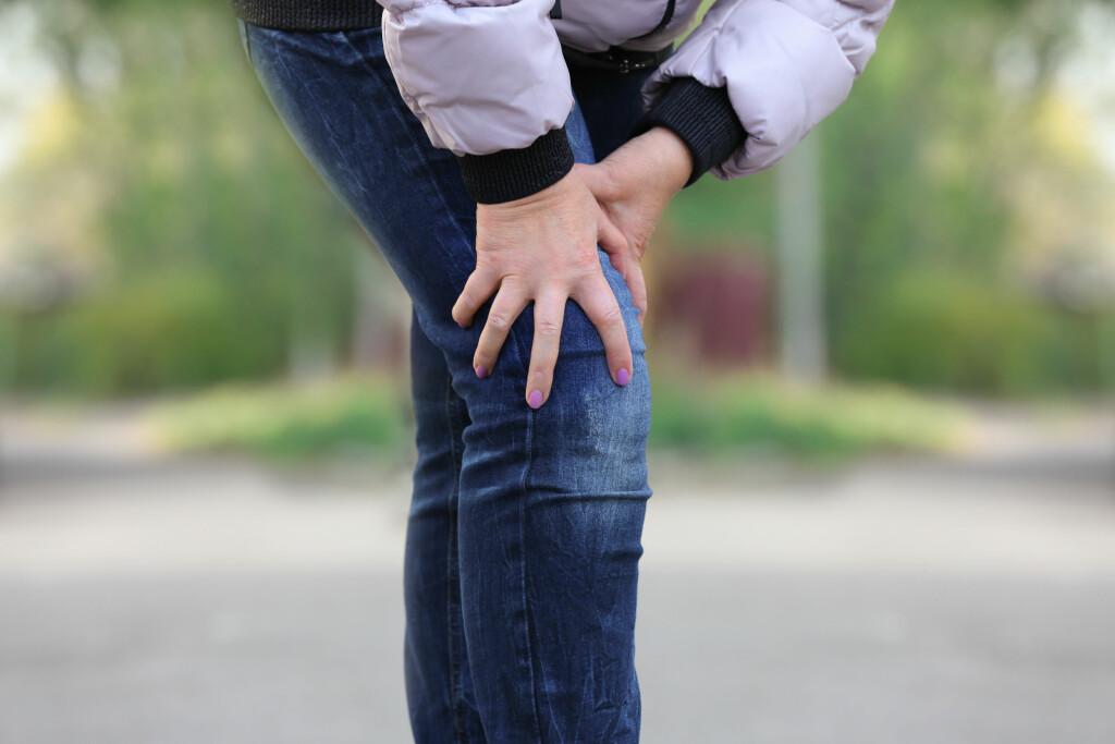 SMERTEFULLE LEGGER: Åreforkalkning i beina skyldes at det ikke kommer nok blod til beina, som kan gi leggsmerter og gangvansker. Foto: Shutterstock