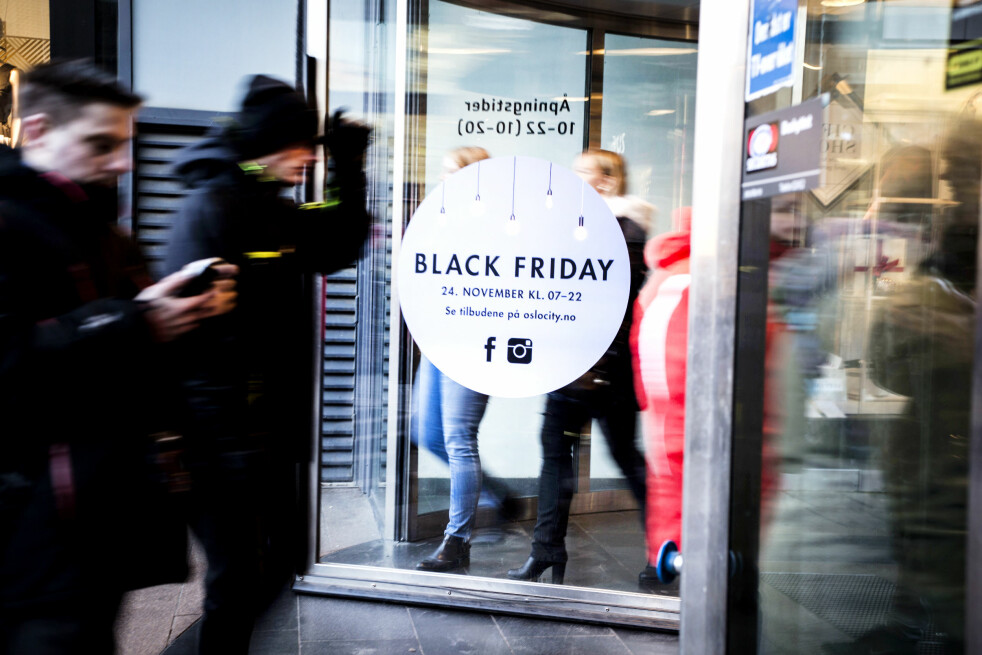 <strong>ETT MÅL:</strong> Butikkene kjører ikke på med «black friday» og «black week» og «cyber monday» for å være snille. Målet er å selge mer, gjennom mer eller mindre gode tilbud. Så vit at selv om mye er billigere på black friday, kan like mye være billigere helt andre dager. Foto: Mariam Butt / NTB Scanpix