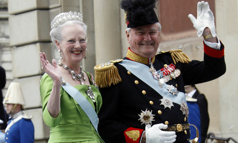 ENSOMT: Dronning Margrethe og prins Henrik er begge glade i jul, men årets tradisjon blir noe annerledes. De må nemlig feire alene. Foto: NTB scanpix