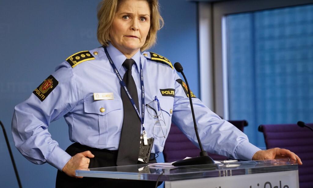 PRESSEKONFERANSE: Grete Lien Metlid holder pressekonferansen. Foto: Øustein Norum Monsen/Dagbladet.