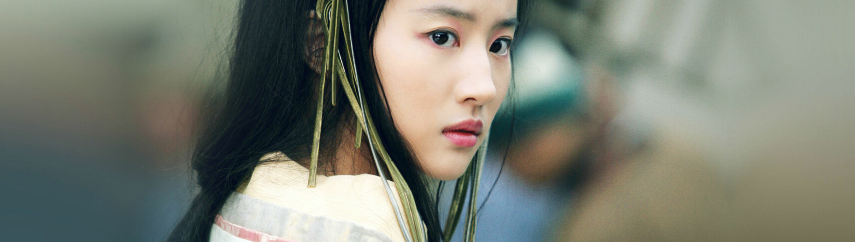 MULAN: Den kinesiske skuespilleren Liu Yifei har kapret rollen som Mulan i en ny versjon av Disney-klassikeren med samme navn. FOTO: Skjermdump