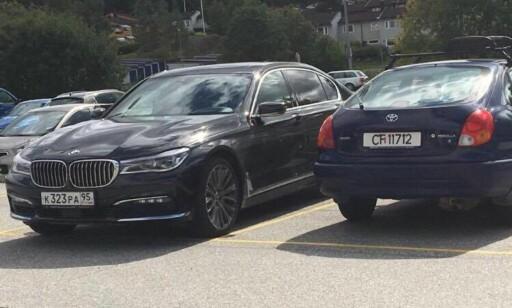 I OSLO-OMRÅDET: Dagbladet får bekreftet fra flere hold at den tsjetsjensk-registrerte bilen til venstre befant seg på Lørenskog i sommer. Foto: Tipser