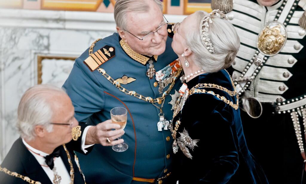GLADE I JUL: Den danske dronningen er glad i sine juletradisjoner, og skal trolig opprettholde dem - selv om det blir ensomt på julaften. Foto: NTB scanpix