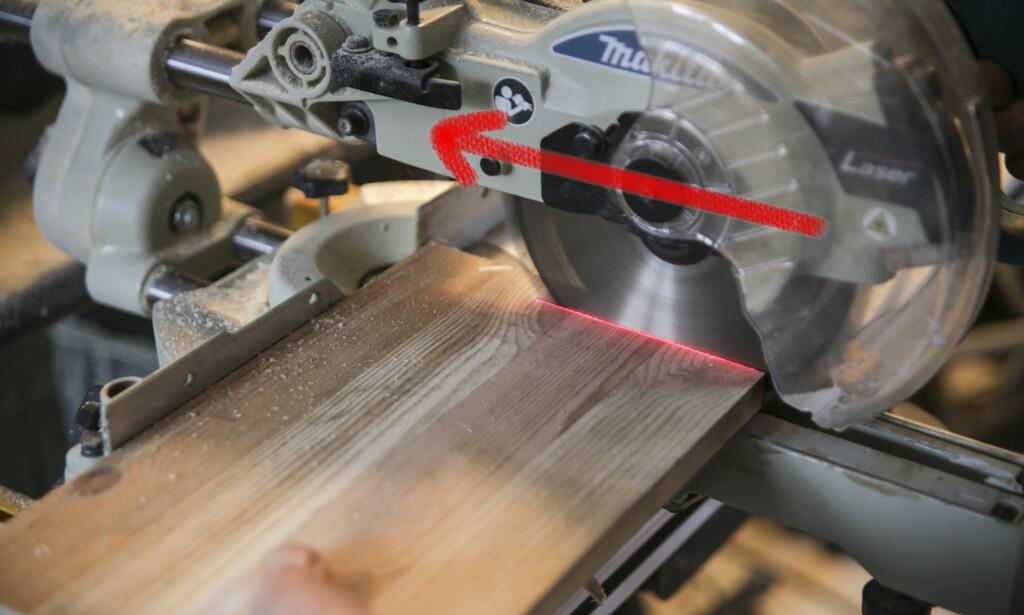 Skyve bladet: Når du kapper ved å skyve bladet presser du emnet mot anlegget. Da blir vinkelen riktig. Foto: Øivind Lie