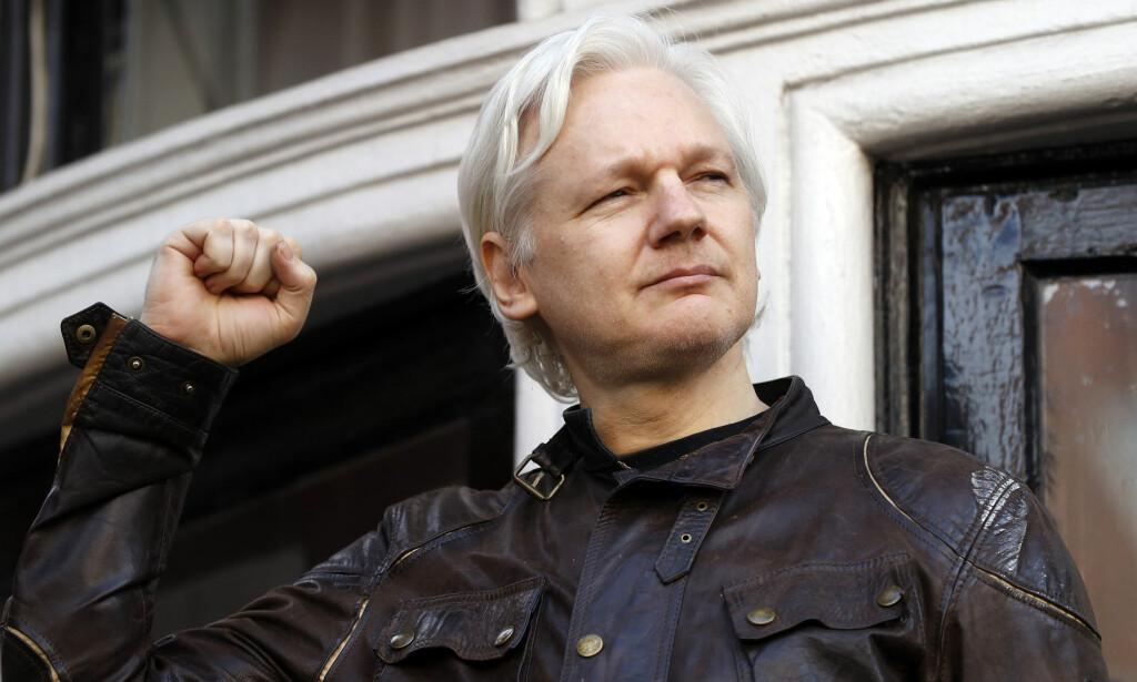 FIKK FORKYNNE: Julian Assange var med på livestream under Holberg-debatten, et arrangement som var altfor lite omhyggelige med å stille kritiske spørsmål til sine kontroversielle gjester. Foto: Frank Augstein / AP / Scanpix.
