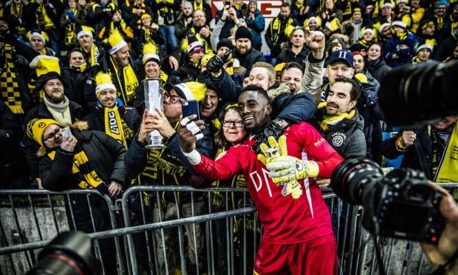 <strong>EKSTASE:</strong> Arnold Origi jubler med fansen. Foto: Christian Roth Christensen / Dagbladet