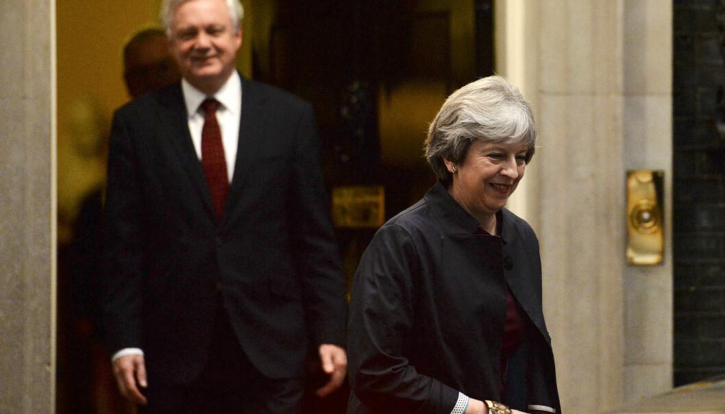 EU vil ha svar om grensen mot Irland når Theresa May kommer til Brussel mandag. Her er brexit- minister David Davis i bakgrunnen. Arkivfoto: Reuters / NTB scanpix