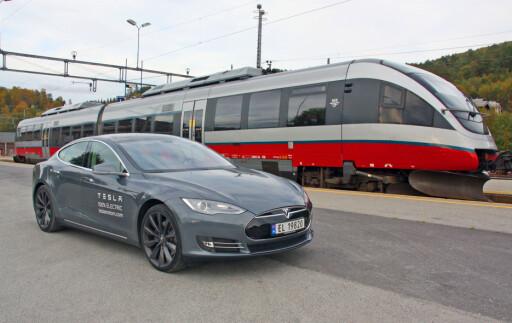 Forskjellen? Det bakerste kjøretøyet går på diesel... Foto: Knut Moberg
