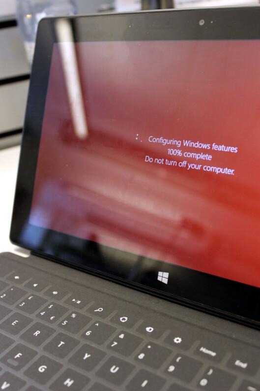 <strong>AUDA:</strong> Å vente på oppdateringer på Surface RT er ikke noe mer gøy enn på PC-en. Mindre gøy, faktisk, da det virker noe unaturlig.  Foto: Ole Petter Baugerød Stokke