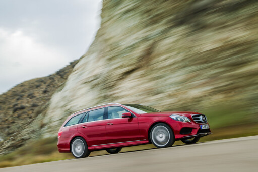 Mer effektiv enn noensinne ifølge produsenten selv: Fornyet Mercedes E-klasse, her med AMG-styling. Foto: Daimler