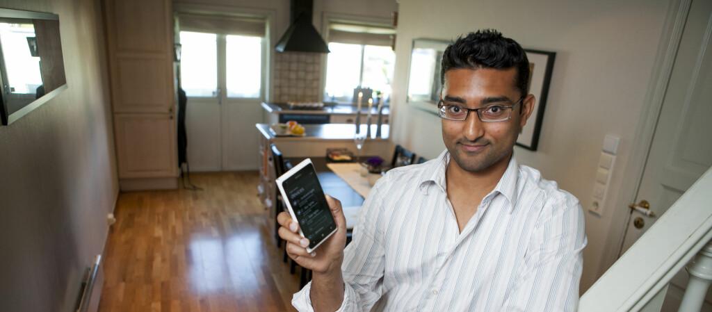 <b>STYRER HUSET FRA MOBILEN:</b> Satheesh Varadharajan kan styre det meste av lys, varme, et cetera i Oslo-leiligheten fra mobilen. Foto: PER ERVLAND