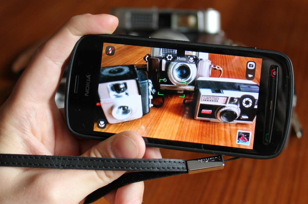 <strong>KAMERA I FOKUS:</strong> Nokia 808 PureView er Nokias store satsning på mobilkameraer. Og her leverer telefonen så det holder. Men resten av telefonen holder dessverre ikke mål.  Foto: Ole Petter Baugerød Stokke