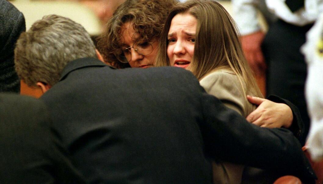 OPPRØRT: Da Louise Woodward fikk dommen i oktober 1997 brøt hun ut i tårer og påpekte at hun ikke hadde noe med babyens dødsfall å gjøre. FOTO: NTB Scanpix