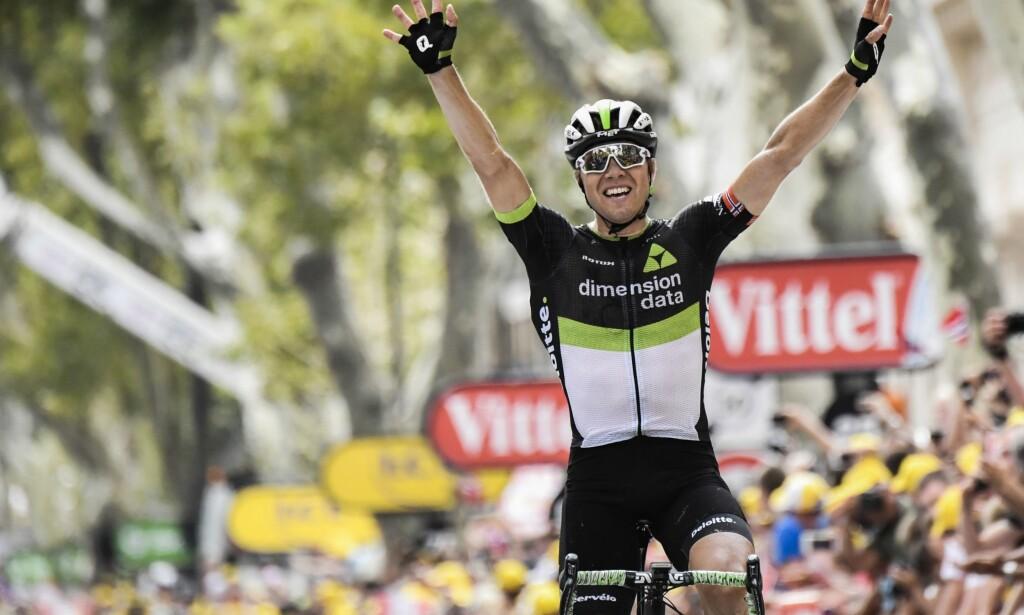 ENDELIG: Seks år etter hans forrige seier i touren kunne endelig Edvald Boasson Hagen igjen strekke armene over hodet og juble da han vant den nittende etappen av årets Tour de France fra Embrun til Salon-de-Provence. Foto: AFP PHOTO/Jeff PACHOUD/NTB Scanpix