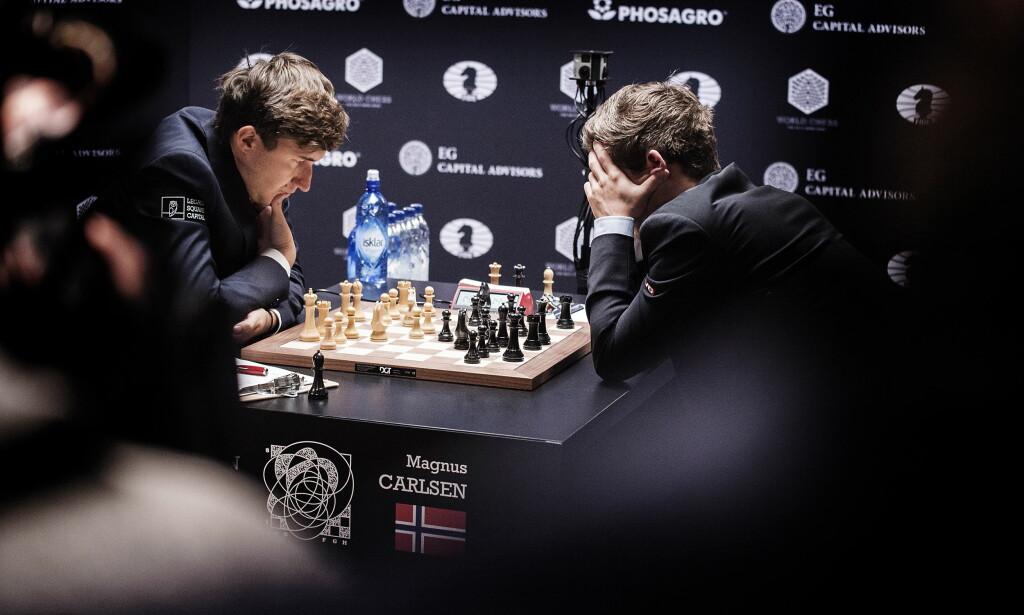 VERDENS BESTE: Sergej Karjakin og Magnus Carlsen gjorde opp om VM-tittelen i sjakk i New York i fjor. Men ingen av de to hadde hatt sjansen mot verdens beste sjakkcomputere. Foto Hans Arne Vedlog / Dagbladet