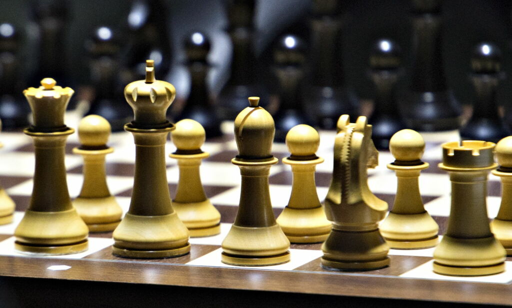 image: Kunstig intelligens møtte verdens beste sjakkcomputer. Det ble et blodbad