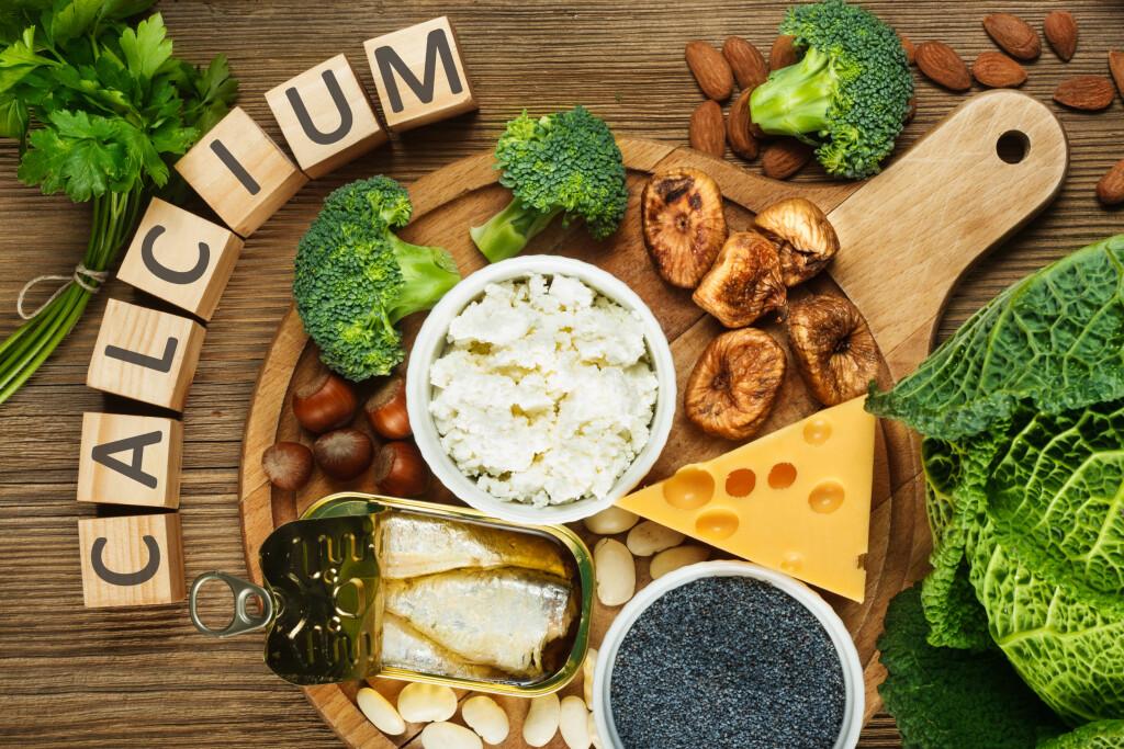 KALSIUM: Gode kalsiumkilder er matvarer som melkeprodukter som melk, yoghurt og mørkegrønne grønnsaker som spinat. Foto: Shutterstock, NTB scanpix
