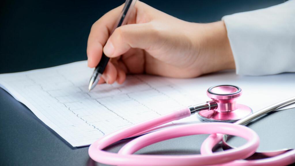 SUPRAVENTRIKULÆR TAKYKARDI: Diagnosen avsløres ved EKG-undersøkelse som viser hurtig forkammerrytme i hjertet. Foto: NTB Scanpix/Shutterstock
