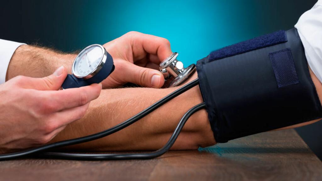 SEKUNDÆR HYPERTENSJON: Når blodtrykket på kort tid blir forhøyet, og særlig hos yngre mennesker i ellers god form, må man tenke på at det kan ha sekundære årsaker. Foto: NTB Scanpix/Shutterstock