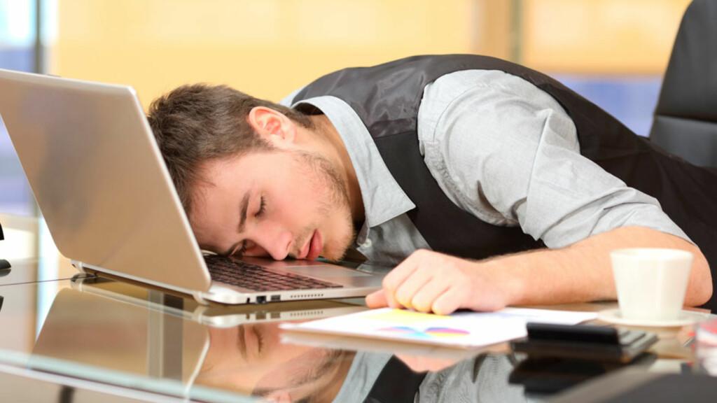 NARKOLEPSI: Et av de vanligste symptomene er ekstrem søvnighet på dagtid, og at man plutselig uten forvarsel kan sovne. Foto: NTB Scanpix/Shutterstock