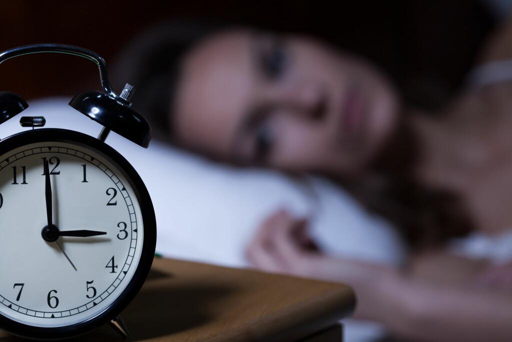 IKKE SE PÅ KLOKKEN: Hvis du sliter med å få sove, bør du ikke se på klokken.  Foto: Shutterstock