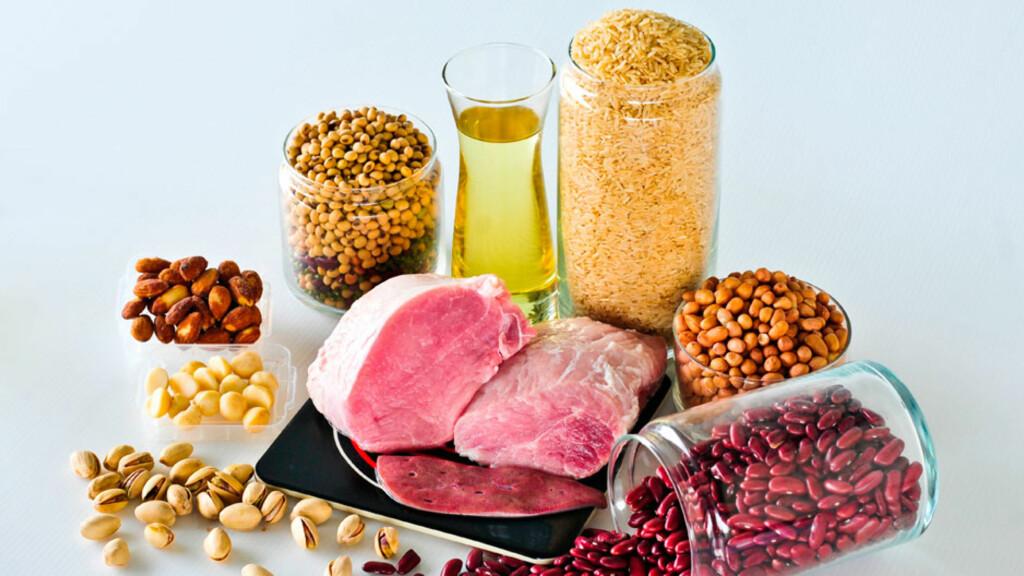 SPISE VITAMIN B1: Melk, korn, nøtter, belgfrukter og svinekjøtt er gode vitamin B1-kilder.  Foto: NTB Scanpix/Shutterstock