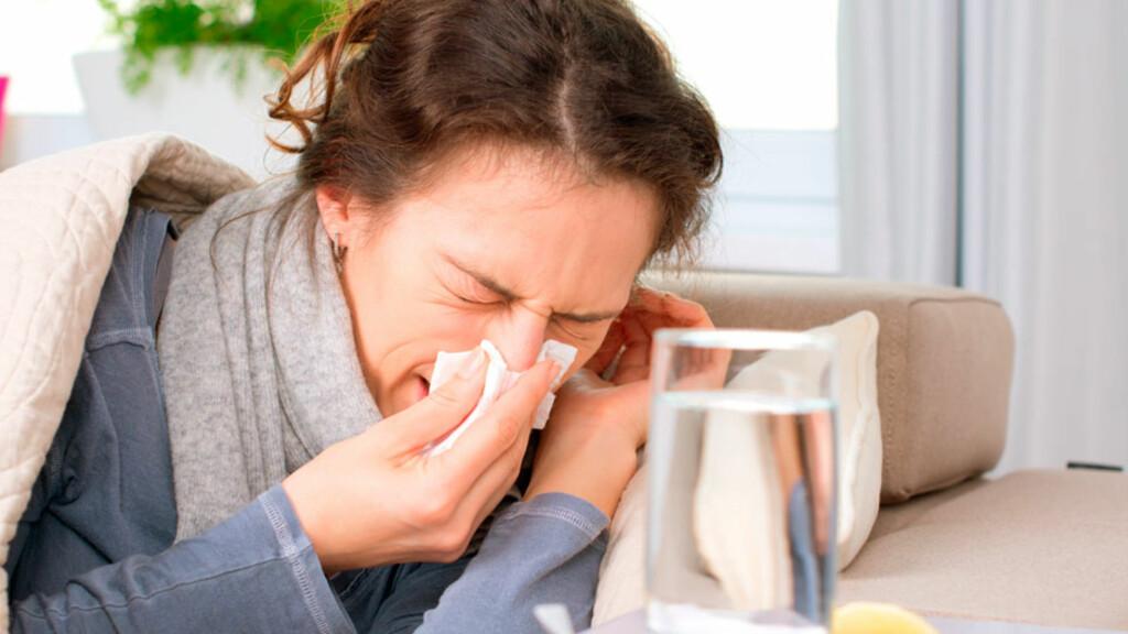 HOST, HOST: Er det en forkjølelse som går over av seg selv, eller bør du oppsøke lege? Foto: NTB Scanpix/Shutterstock