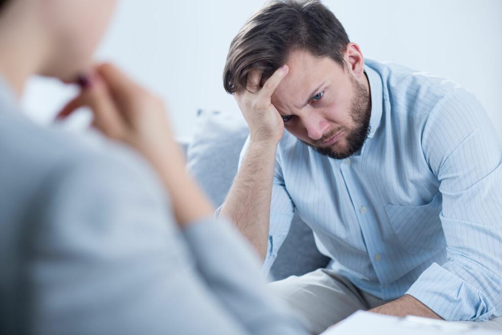 DEPRESJON RAMMER FLERE: Det er vanskelig å leve med en person som lider av depresjon. Foto: NTB Scanpix