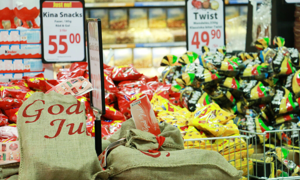BILLIG GODTERI? Går det unna en del godteri i jula, er det smart å handle dette hvis du uansett er på svenskehandel. Foto: Kristin Sørdal