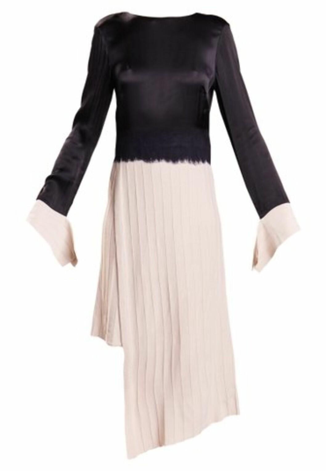 Kjole fra Dagmar via Nelly.com |5499,-| https://nelly.com/no/kl%C3%A6r-til-kvinner/kl%C3%A6r/kjoler/dagmar-576/nia-dress-576616-0984/