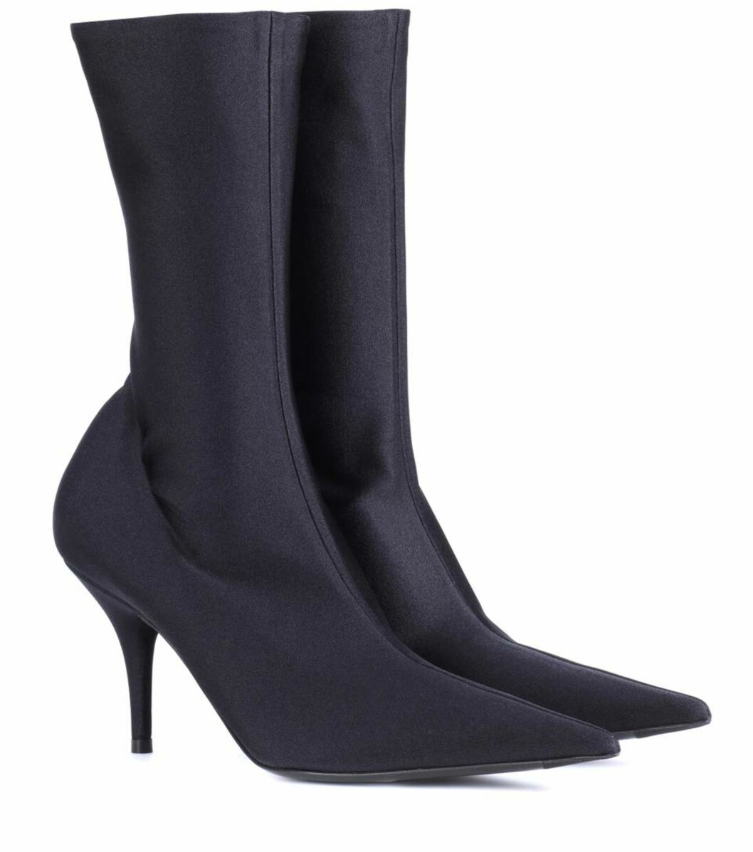 Sko fra Balenciaga via Mytheresa.com |8750,-| https://www.mytheresa.com/en-de/balenciaga-knife-stretch-jersey-ankle-boots-900767.html?catref=category
