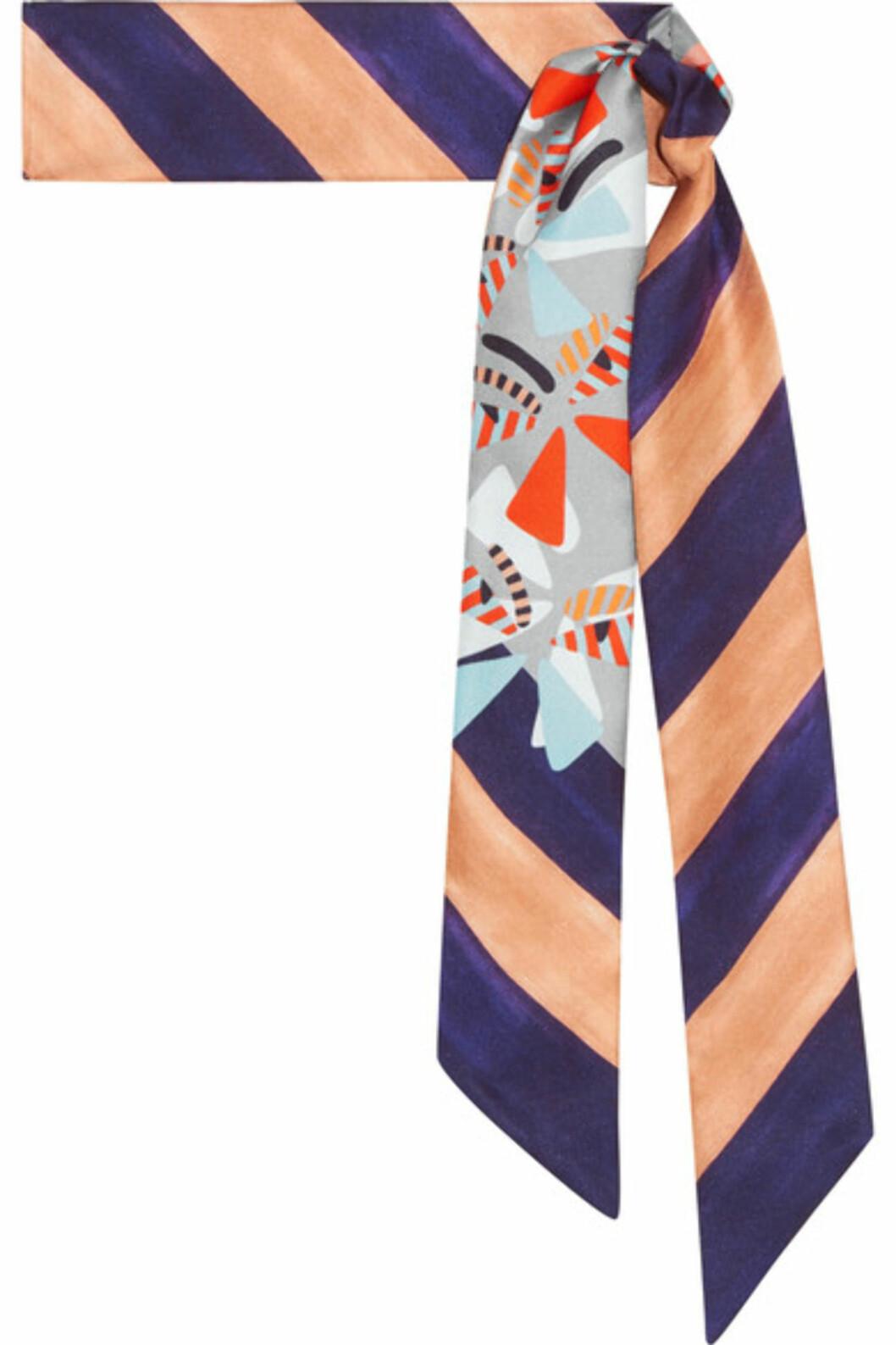 Silkeskjerf fra Fendi via Net-a-porter.com |1500,-| https://www.net-a-porter.com/no/en/product/894340/fendi/printed-silk-twill-scarf