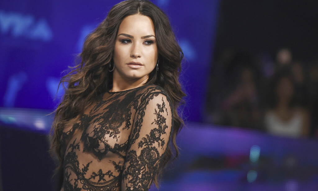 DEMI LOVATO: Den amerikanske artisten Demi Lovato er forbanna etter at magasinet TIME har avslørt at president Donald Trump var på nippet til å stikke av med topp-plassering i «Person of the Year»-kåring. Foto: NTB Scanpix