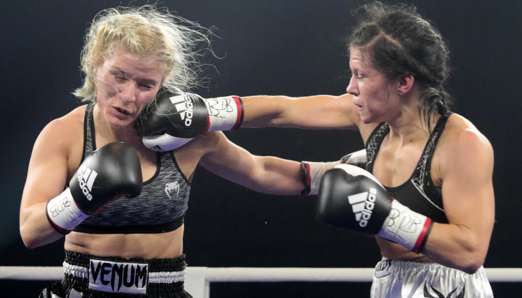 <strong>TATT FOR DOPING:</strong> Dominika Novotny (til høyre) tapte oppgjøret mot Valgerdur Gudsteinsdottir på poeng. Foto: Lise Åserud / NTB scanpix