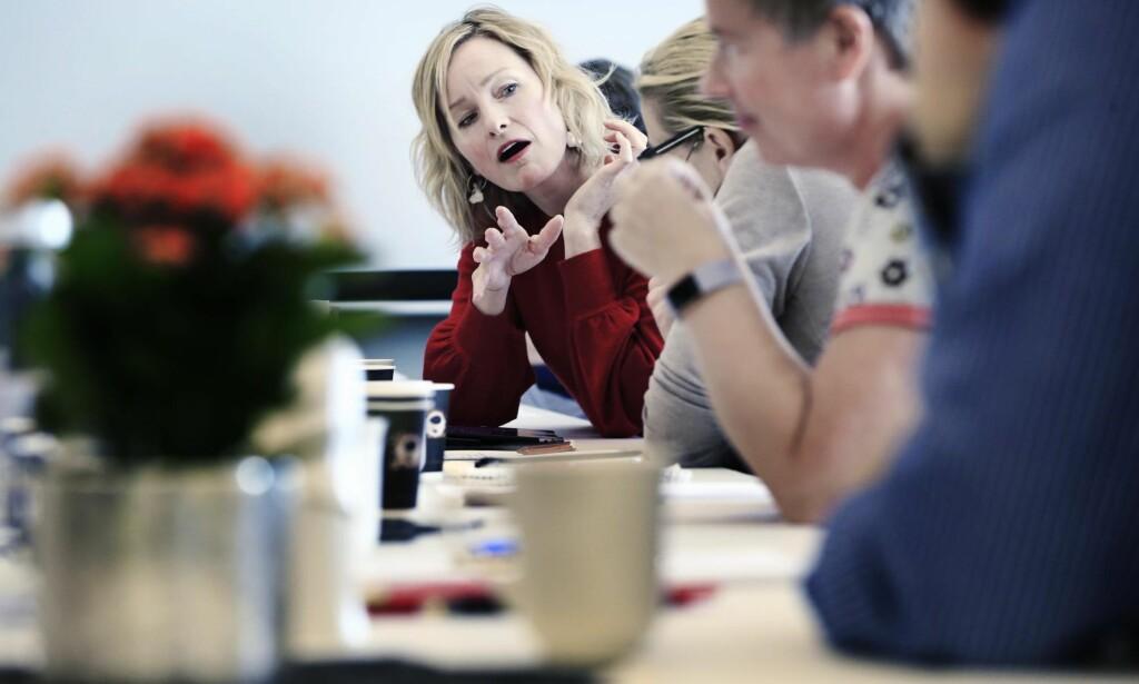 NY TJENESTE: Alle Oslos 15 bydeler skal fra i år ha fått opprettet Barnehjernevernet, som skal forebygge, oppdage og hjelpe barn som opplever omsorgssvikt, vold og seksuelle overgrep. På bildet møter byråd Inga Marte Thorkildsen konsultasjonsteamet. Foto: Olav Olsen / Aftenposten / NTB Scanpix