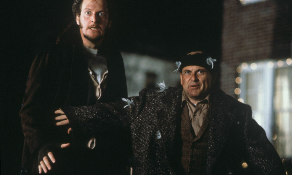 I 1990: Daniel Stern (t.v.) og Joe Pesci i rollene som de noe stakkarslige innbruddstyvene Marv Merchants og Harry Lime, som Kevin McCallister klarer å hamle opp med. Foto: Don Smetzer / 20th Century Fox / Shooting Star / NTB Scanpix