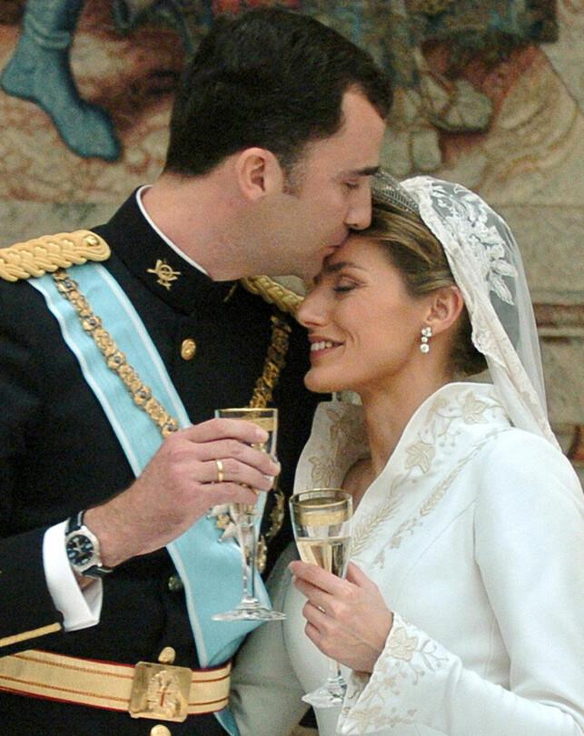 SKANDALE: Journalist Letizia Ortiz Rocasolano var gift før hun møtte den spanske arveprinsen, noe flere mente kunne skape problemer for et kommende, katolsk ekteskap. Prinsen skulle hun likevel få, i 2004. Foto: NTB scanpix