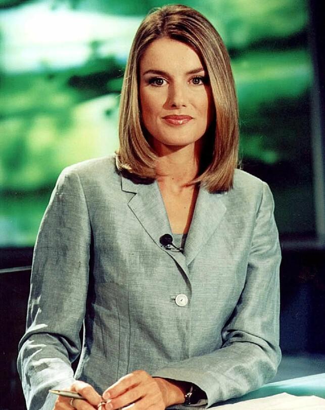 REPORTER: Før hun ble dronning, var hun journalist. Her fotografert på jobb i 2000. Foto: REUTERS/TVE, NTB scanpix