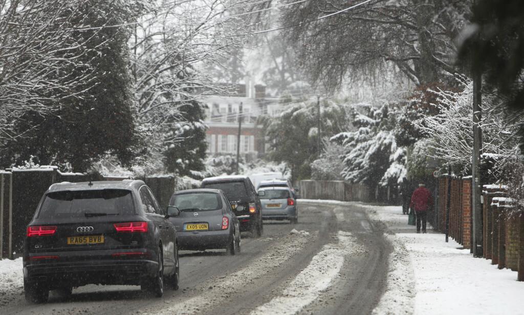 KAOS: Snøværet i Europa har skapt trafikkaos i store deler av Tyskland i helga. Foto: Steve Parsons / PA via AP / NTB scanpix