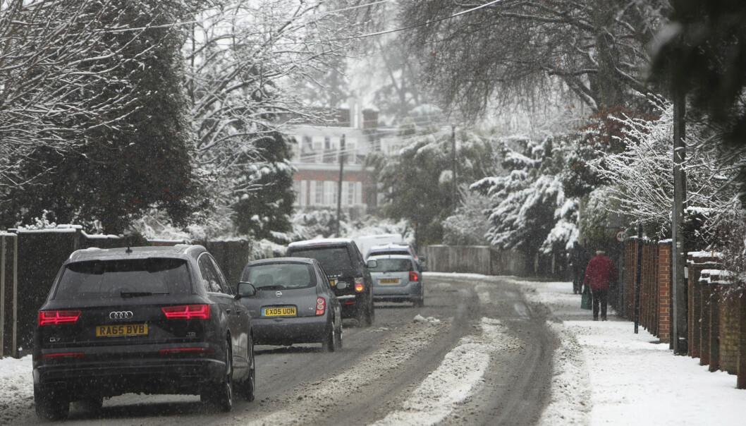 <strong>KAOS:</strong> Snøværet i Europa har skapt trafikkaos i store deler av Tyskland i helga. Foto: Steve Parsons / PA via AP / NTB scanpix
