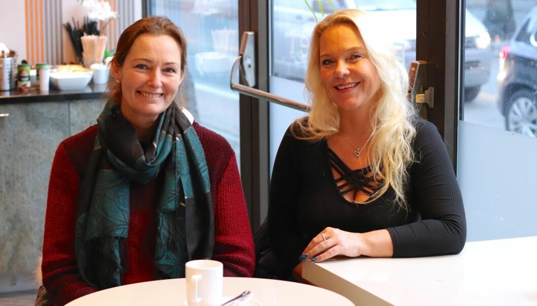 JULEBALL: Marianne Hagen Nordli (til venstre) og Eva Ilseng synes at presset ungdomsskoleelevene opplever før juleballet, er ekstremt. FOTO: Ida Bergersen